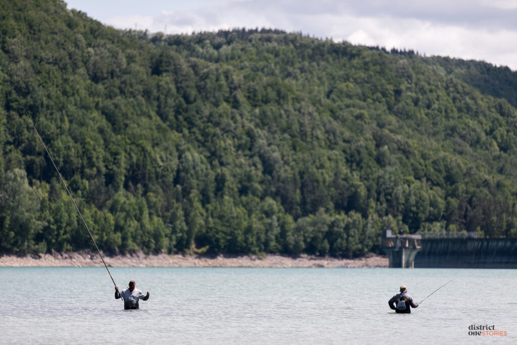 7 pescari baraj paltinu landscape